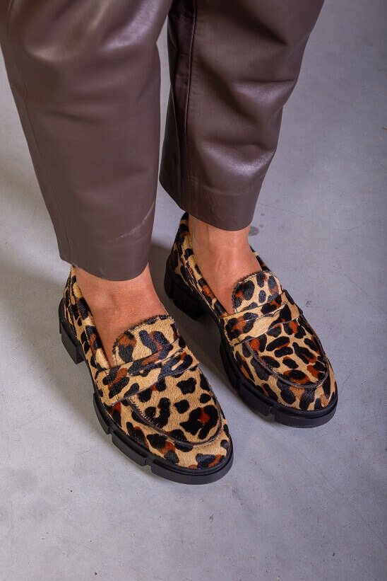 Chunky loafers met leopard print Miss Behave