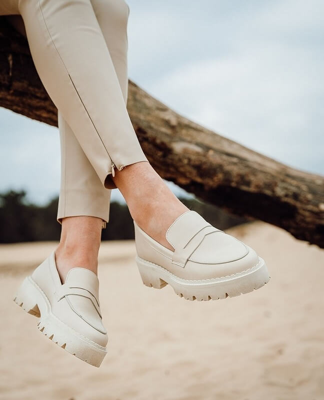 Chunky loafers beige nubuck Miss Behave