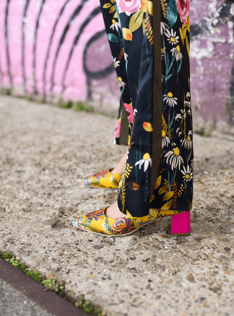 Le Babe Bali yellow gele pump bloemenprint