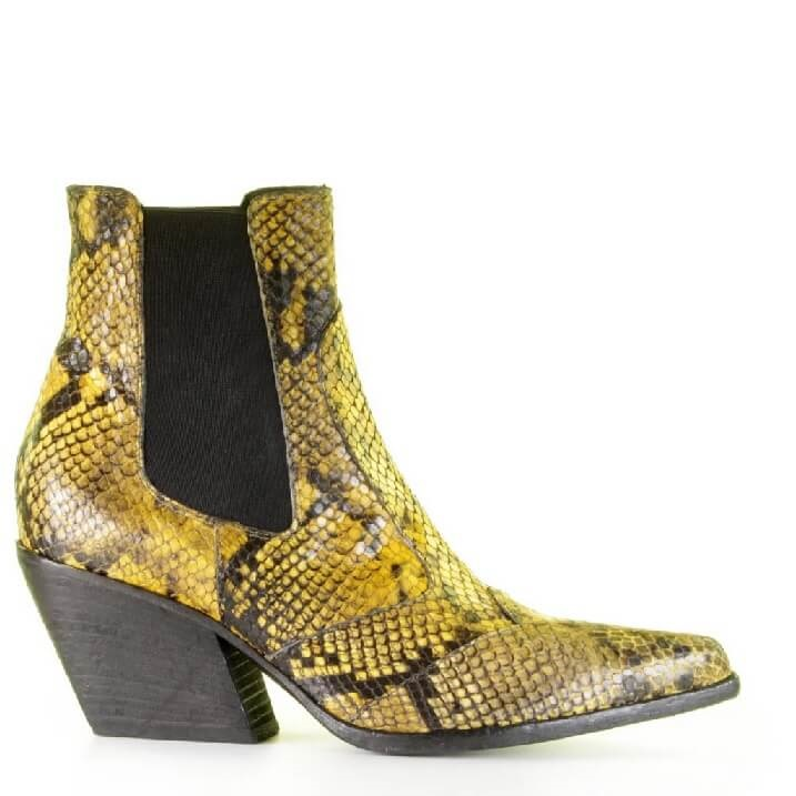 Strategia cowboy inspired boots met gele slangenprint
